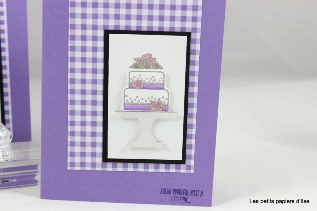 Détail de la carte vichy et gâteau de mariage