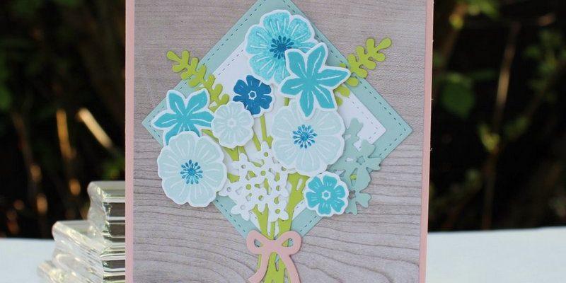 Photo de la carte ravissant bouquet sur bois