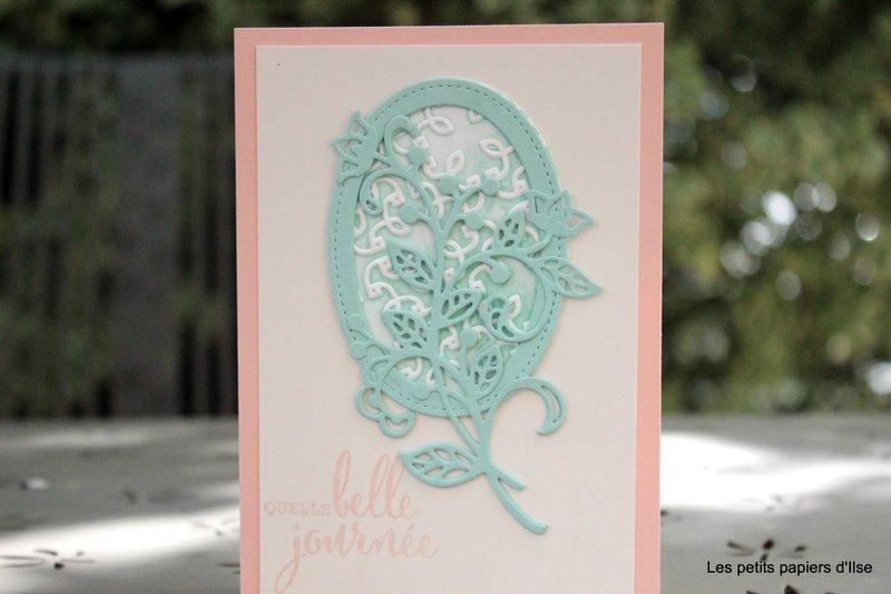 Photo de la carte au treillis fleuri coloré bleu