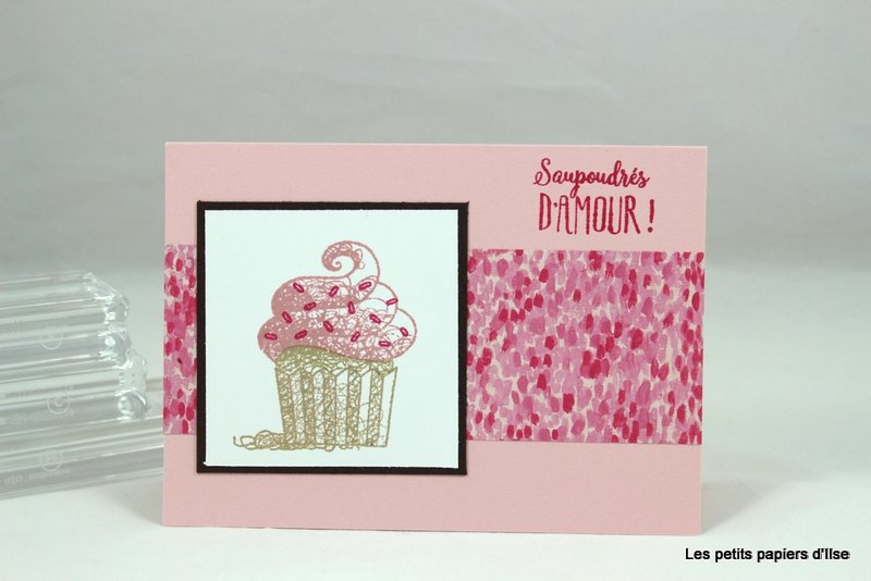 Photo de la carte simple au cupcake à la fraise