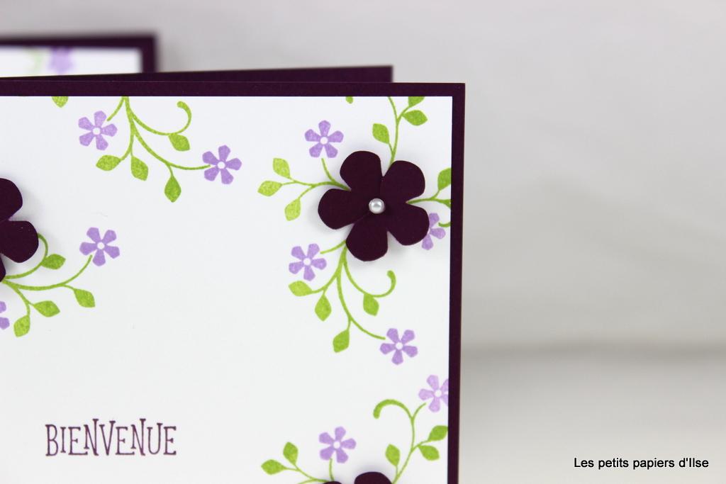 Détail de la carte petites fleurs cassis