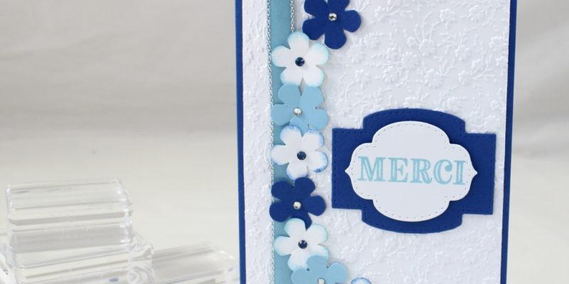 Photo de la carte merci avec une couronne de fleurs