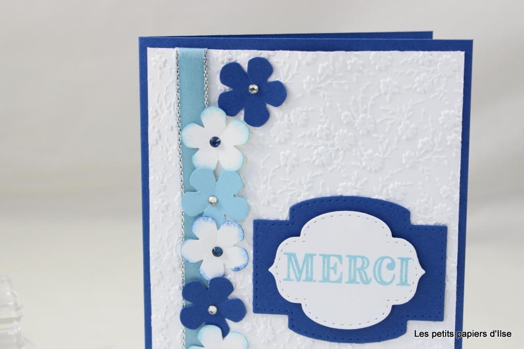 Détail de la carte merci avec une couronne de fleurs
