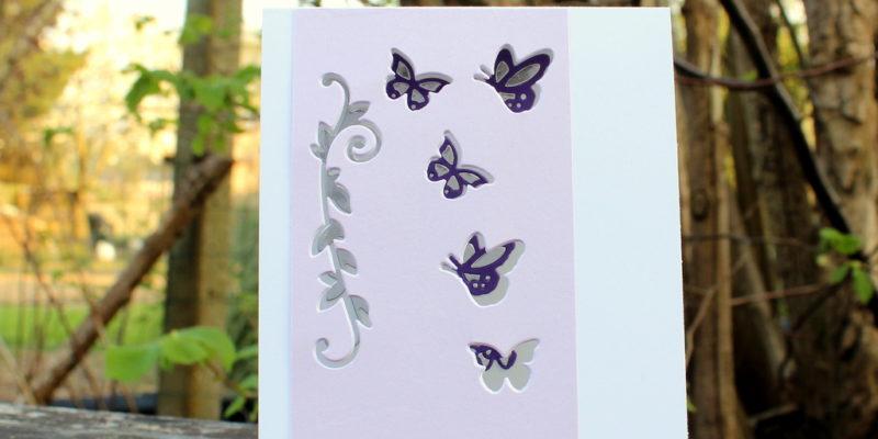 Photo de la carte aux papillons découpés