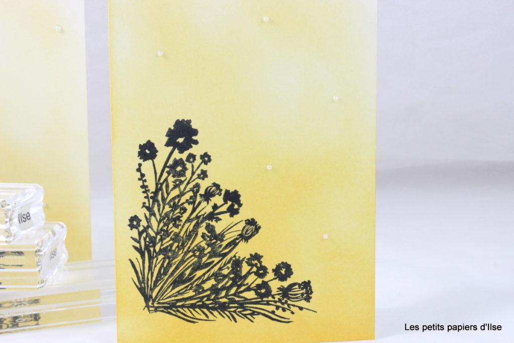 Détail de la carte simple au coin fleuri