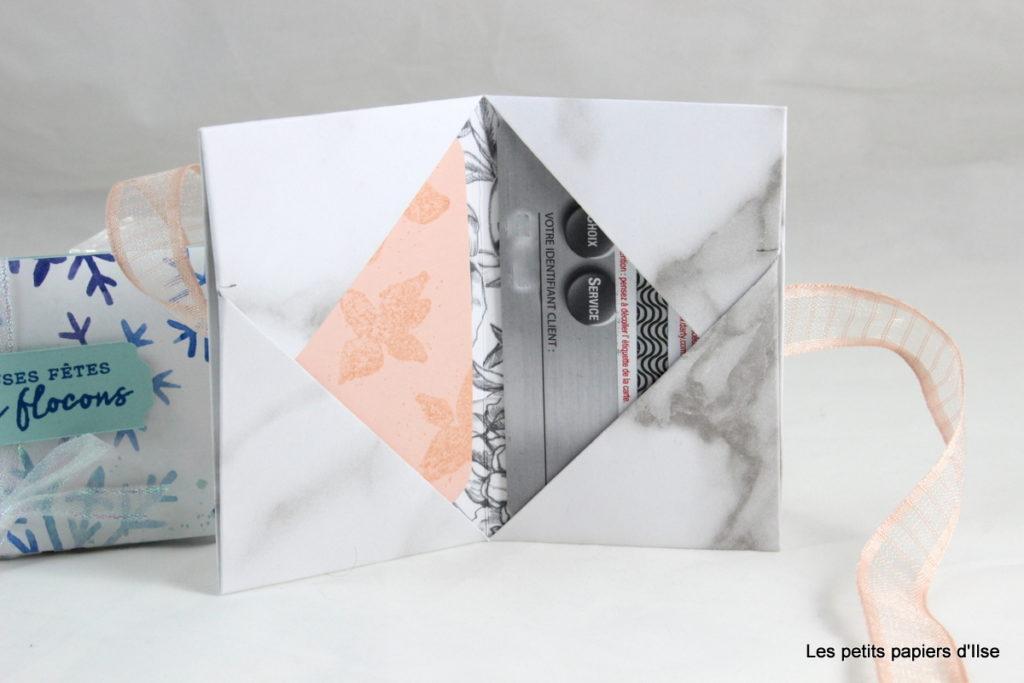 Photo du portefeuille à carte cadeau ouvert